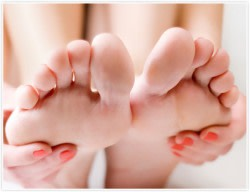 A woman with plantar fasciitis heel pain