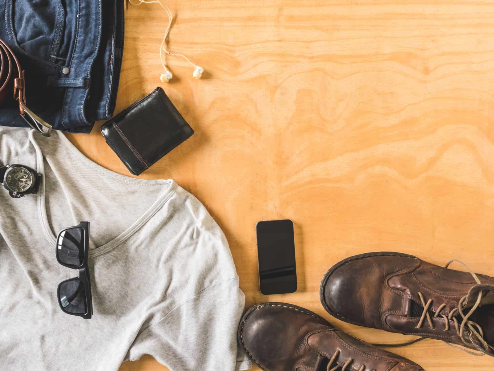 Pulling it Off: How to Wear a T-shirt with Dress Shoes and Jeans